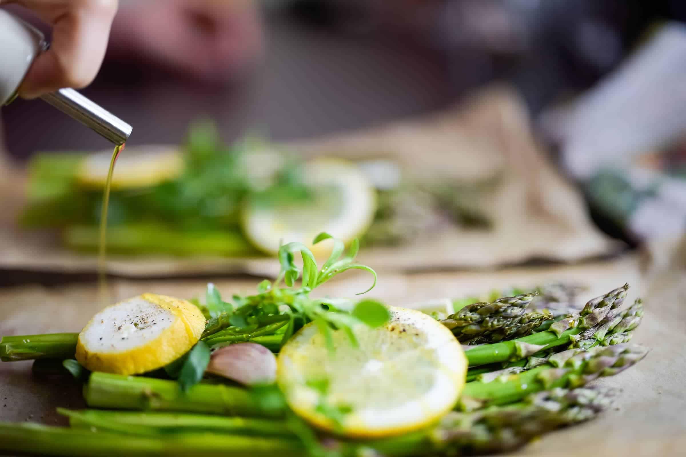 Asparagi al cartoccio con erbe aromatiche preparazione preparazione 3