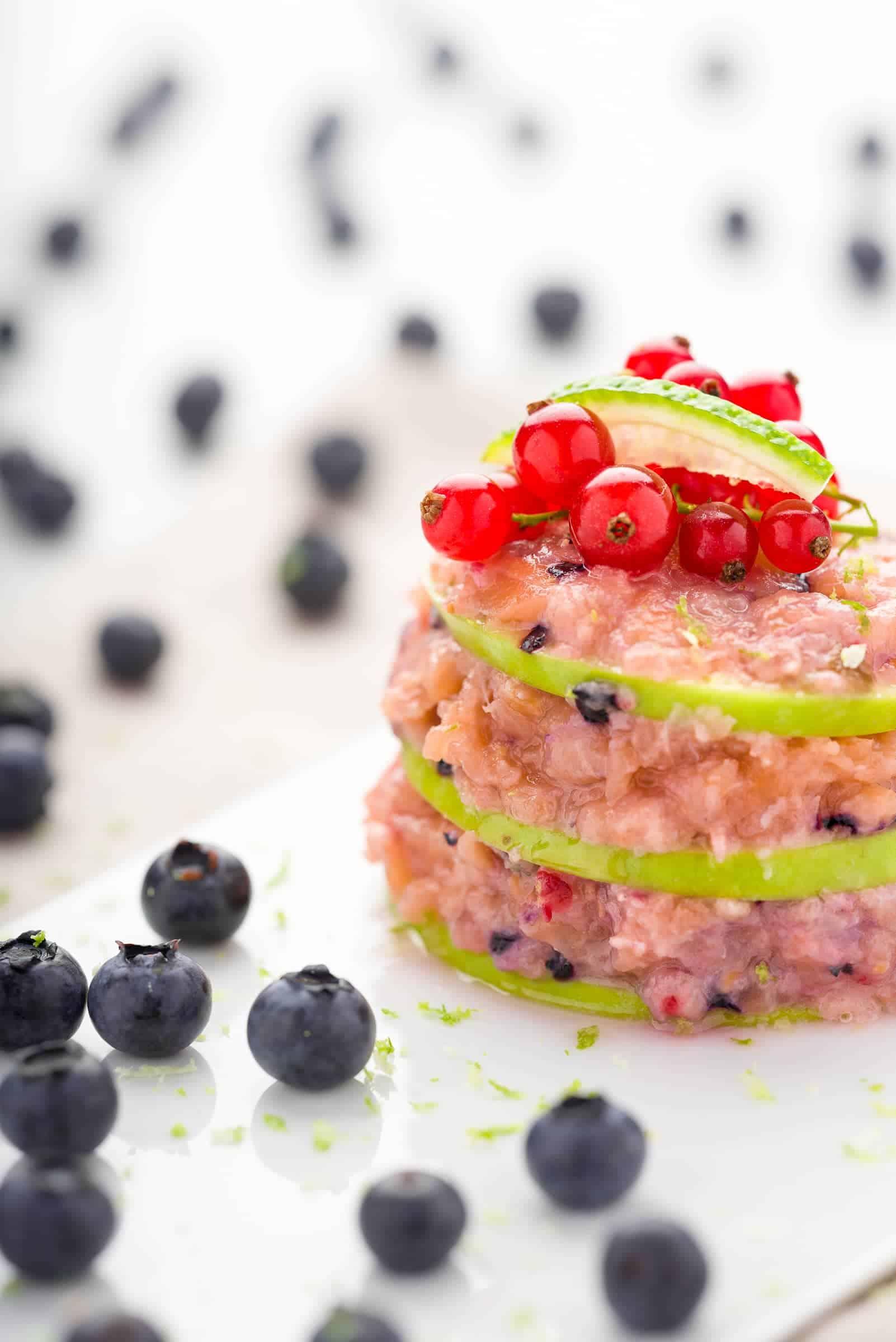 Tartare salmone affumicato frutti di bosco
