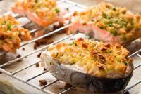 Filetto di salmone al forno con molliche di pane croccanti Hero Gnamam.com