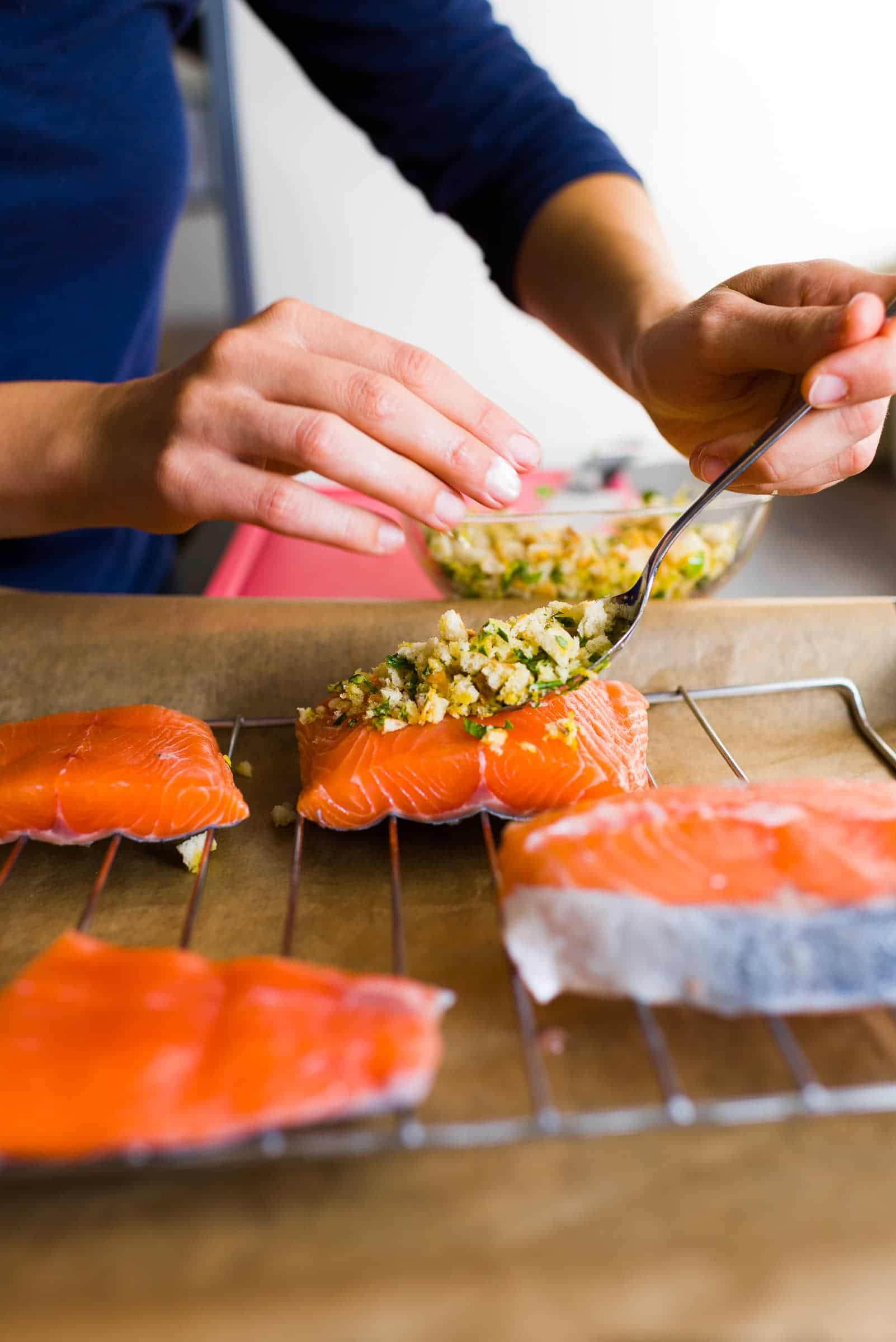 Filetto di salmone al forno con molliche di pane croccanti Prep7 Gnamam.com