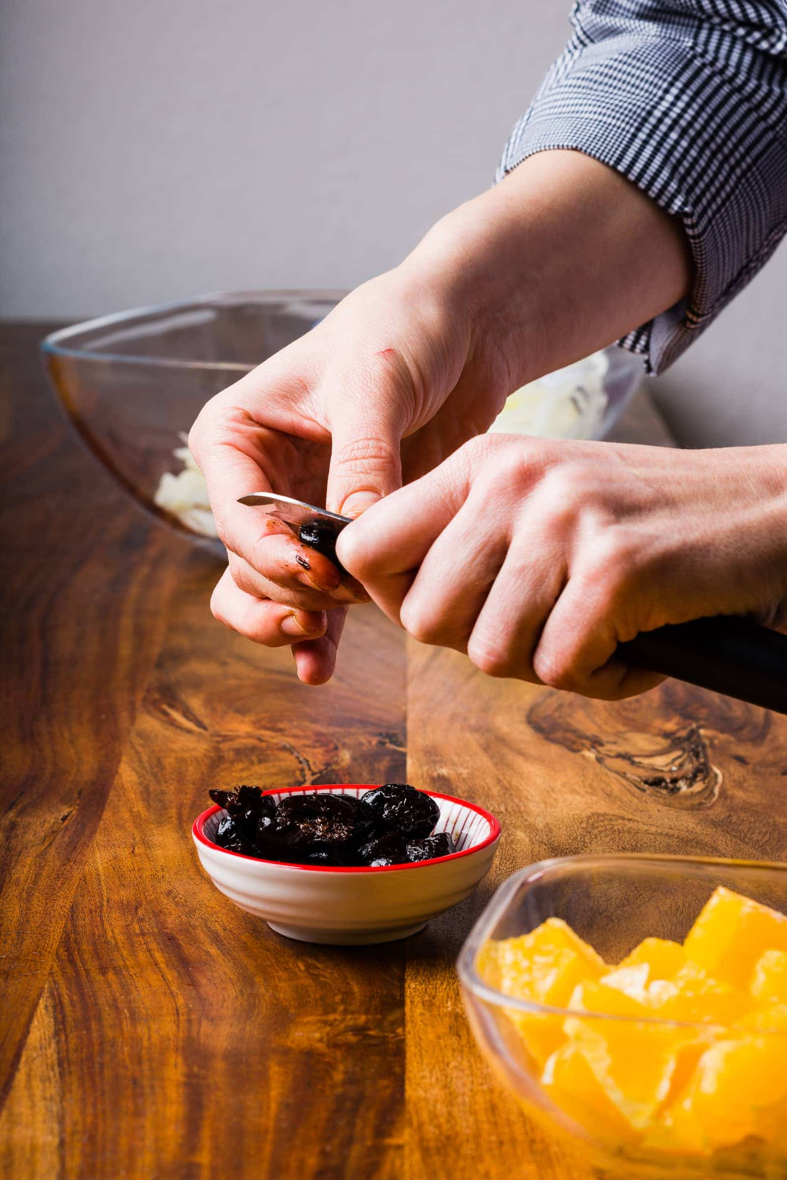 Insalata di finocchi arance olive nere preparazione 06
