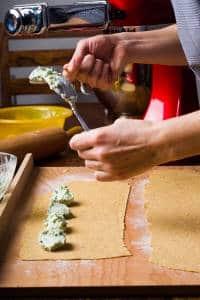 Ravioli con ricotta e spinaci ricetta GnamAm.com preparazione 9
